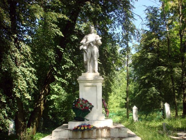 Памятник в селе Первоавгустовский