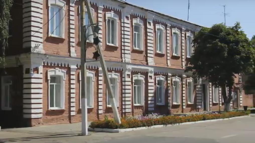 Здание администрации города Дмитриева.