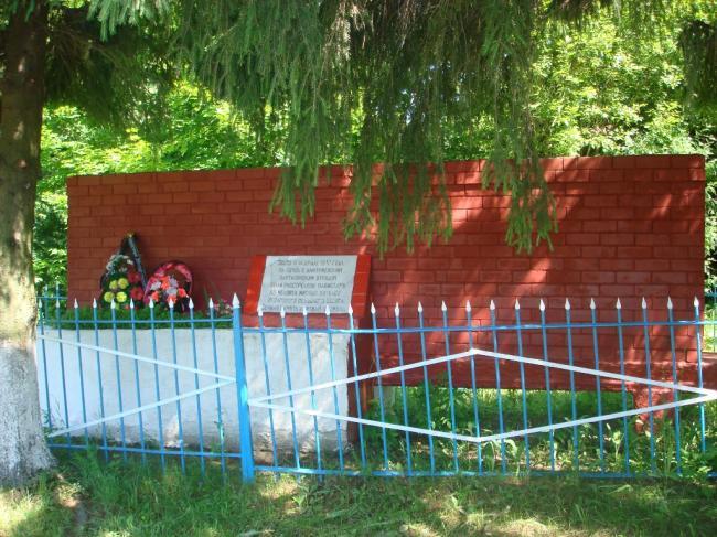 Памятник в д. Неварь