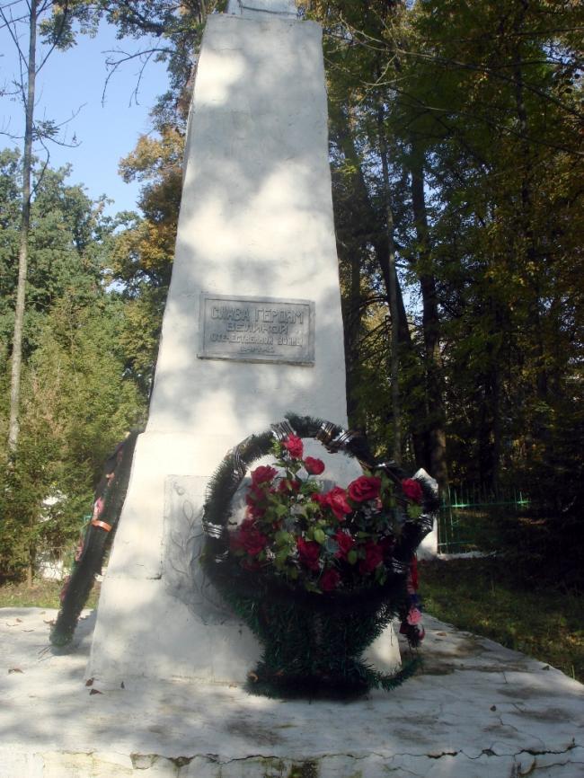 Памятники в сельских поселениях Дмитриевского района