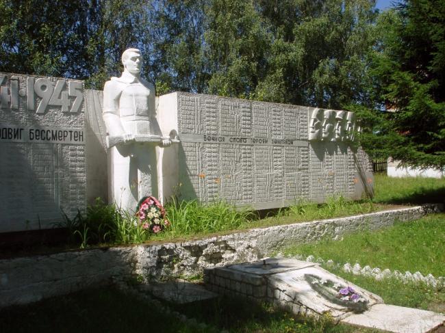 Воинское захоронение периода ВОВ Дмитриевский район