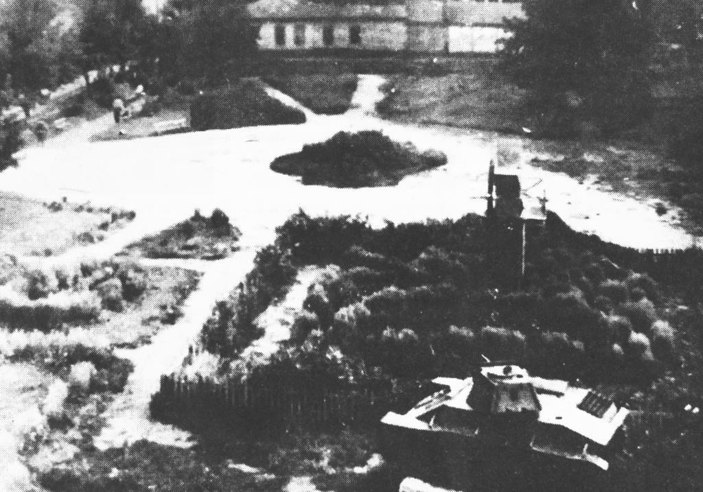 Первый танк-памятник в городе Дмитриеве